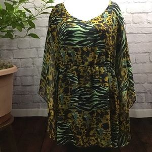 🌻 SALE! 3/$20 Green and black animal print 3X top